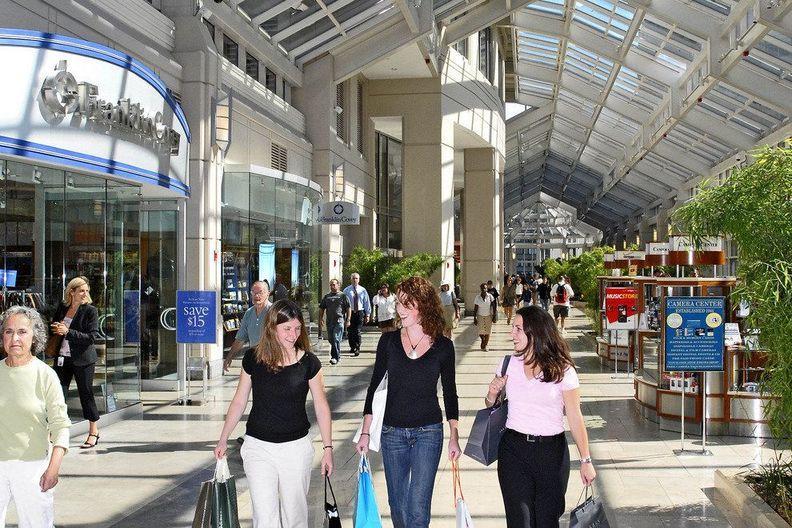 social-shopping-brick-and-mortar
