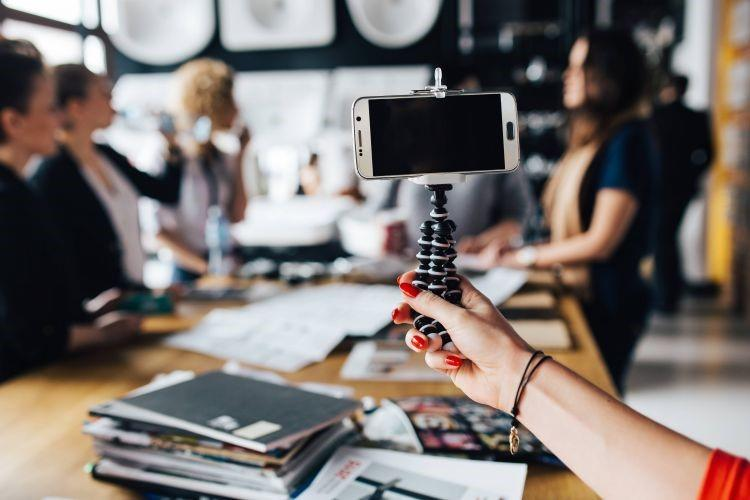 video advertising trends meeting image