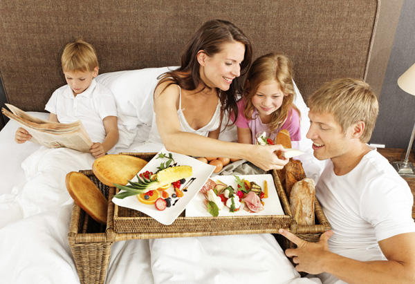 Psychology of Facebook ads idealized family breakfast