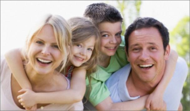 Psychology of Facebook ads idealized family